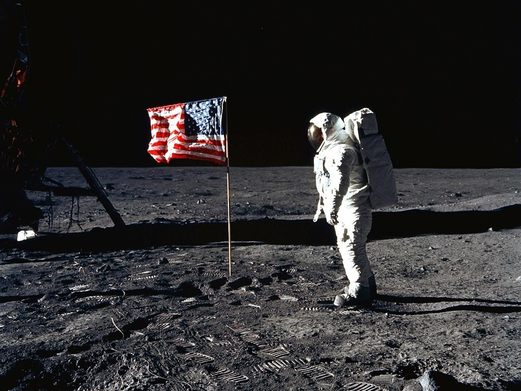 el hombre llego a la luna?